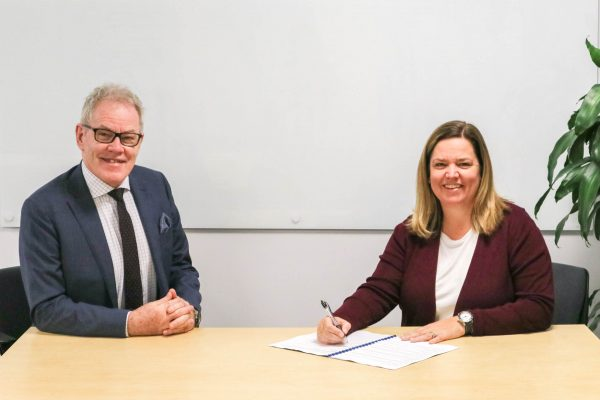 Frank Tracey Health Service Chief Executive and PHN CEO Libby Dunstan signing the renewed joint protocol in 2020.